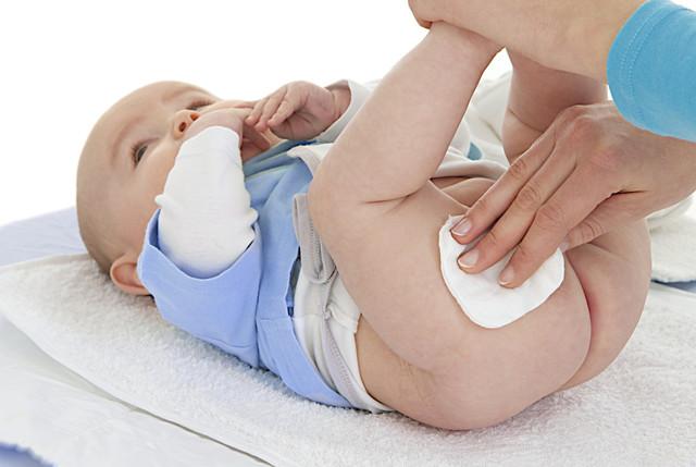 У малыша преет попка? Выбираем специальный крем под подгузник