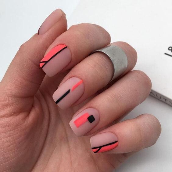 Топ-рейтинг лаков для ногтей в 2020 году