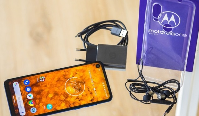 Смартфон motorola one и one power (p30 one) - достоинства и недостатки, сравнение моделей.