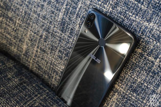 Смартфон asus zenfone 5z zs620kl  – сильные и слабые стороны