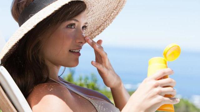 Топ-рейтинг лучших солнцезащитных кремов в 2020 году