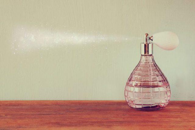Топ-рейтинг популярных женских парфюмерных и туалетных вод в 2020 году